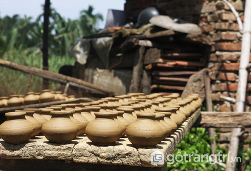 Sản phẩm bình gốm của làng gốm Thanh Hà (Ảnh: Internet)