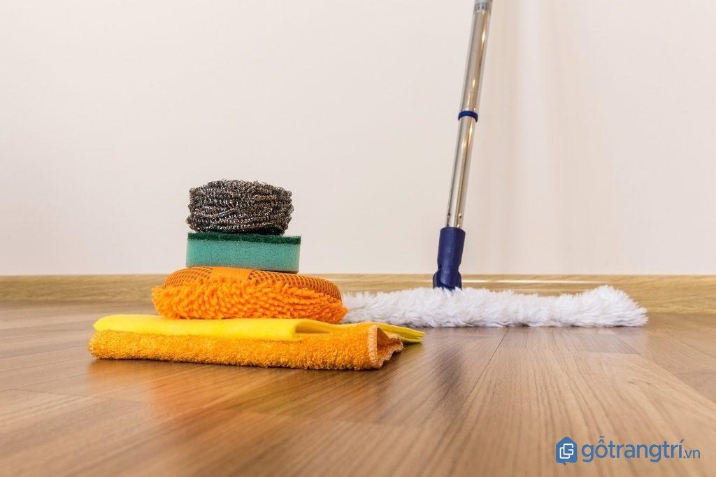 Khi dọn nhà đón Tết, quét hoặc lau theo thứ tự từ trên xuống dưới, từ trong ra ngoài. (ảnh: internet)