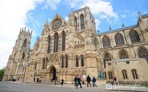 Hình ảnh Nhà thờ York Minster với kiến trúc nổi bật vô cùng ấn tượng - Ảnh Internet