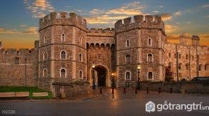 Lâu đài Windsor cũng là một trong những nơi ở của Hoàng gia Anh - Ảnh Internet