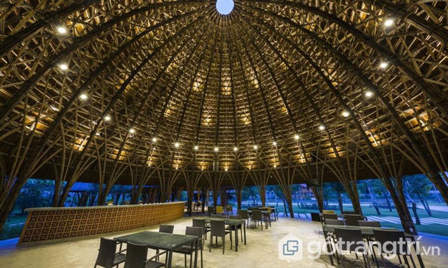 Kiến trúc nổi bật của nhà hàng mái vòm tre thân thiện với thiên nhiên - Ảnh: Hiroyuki Oki