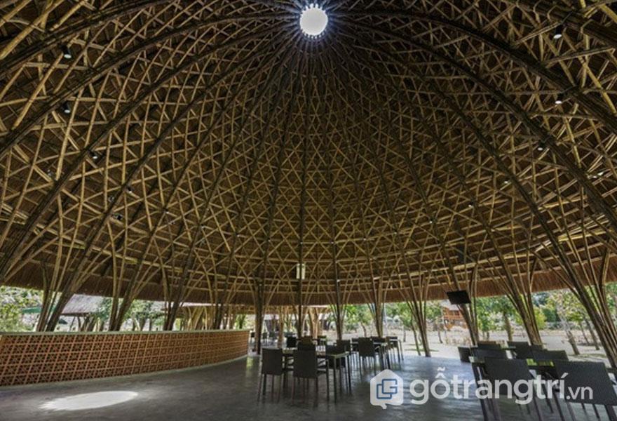Giếng trời thiết kế trên nóc mái vòm - Ảnh: Hiroyuki Oki