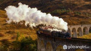 Chuyến tàu mang đậm dấu ấn Trung Âu này cũng được chụp tại Scotland - Ảnh Internet