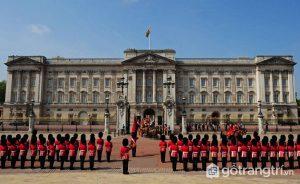 Cung điện Buckingham là nơi ở và làm việc của Hoàng gia Anh - Ảnh Internet