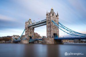 Cầu tháp Luân Đôn là một công trình kiến trúc nổi bật kết hợp cầu treo với cầu nâng - Ảnh Internet