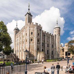 Tháp London là một di tích lịch sử có kiến trúc nổi bật nằm ở trung tâm thành phố London - Ảnh Internet