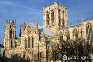 Nhà thờ York Minster là một trong những nhà thờ có kiến trúc nổi bật tráng lệ nhất thế giới - Ảnh Internet