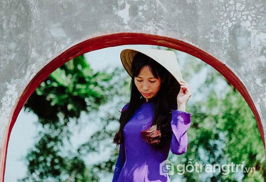 Nét đẹp duyên dáng của người con gái Huế - Ảnh: Nguyễn Thị Mai Trang