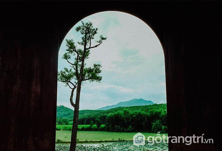 Cổng vào điện Gia Thành - Ảnh: Nguyễn Thị Mai Trang