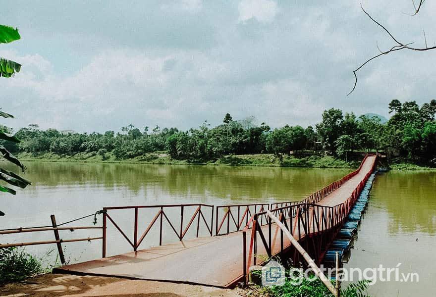 Cầu phao đến Thiên Thọ Lăng - Ảnh:  Nguyễn Thị Mai Trang