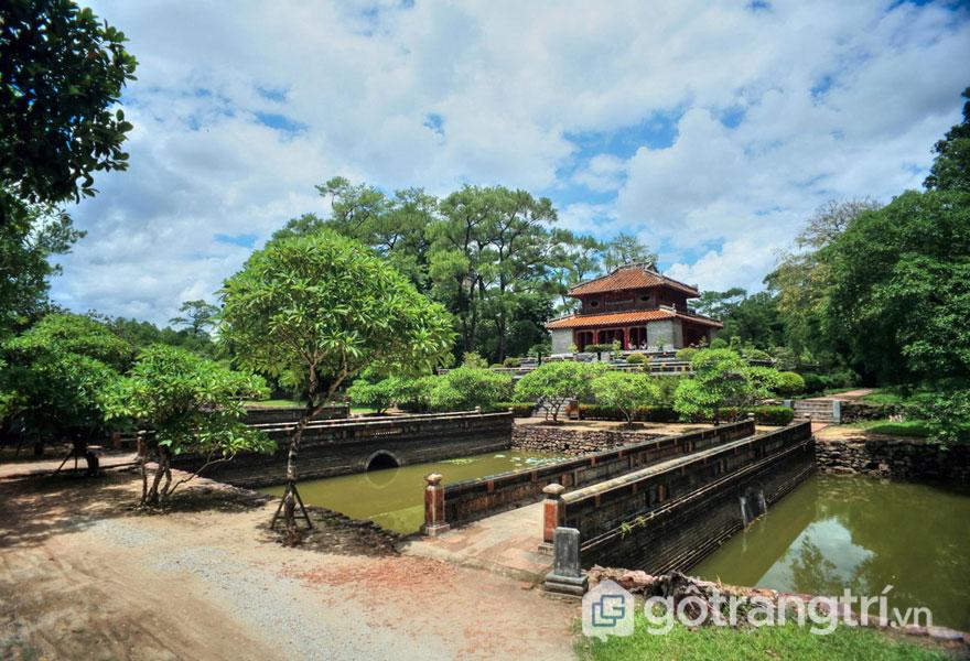 Ba chiếc cầu Tả Phù (trái), Trung Đạo (giữa), Hữu Bật (phải) - Ảnh: Internet
