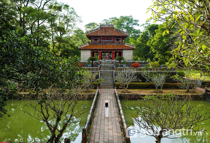 Say đắm trước vẻ đẹp kiến trúc của lăng Minh Mạng thời nhà Nguyễn - Ảnh: news.zing.vn