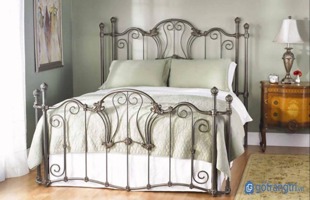 Giường ngủ đẹp bằng sắt phong cách hoàng gia sang trọng. (ảnh: internet)