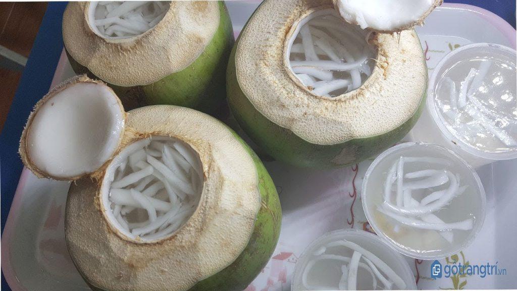 Đổ thạch rau câu dừa vào trái dừa hoặc khuôn. (ảnh: internet)