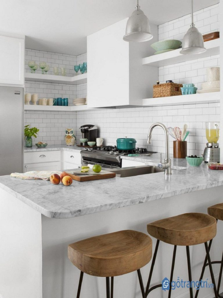 Tận dụng một khối cạnh của chữ U để làm bàn ăn gia đình hoặc ngăn cách tự nhiên với không gian khác để tiết kiệm diện tích cho căn bếp thông minh (ảnh: internet)