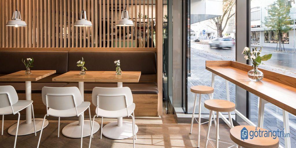 Thiết kế quán cà phê đẹp kết hợp ánh sáng tự nhiên và ánh sáng nhân tạo. (ảnh: internet)