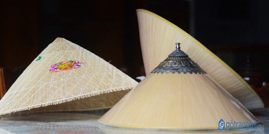 Làng nghề nón ngựa Phú Gia có nhiều loại nón, đa dạng về mẫu mã và kích thước. (ảnh: internet)