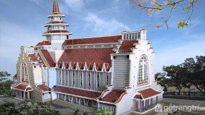 Là một trong 2 nhà thờ đẹp và có kiến trúc ấn tượng trên mảnh đất cố đô - Ảnh internet