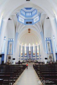 Bên trong Nhà thờ Dòng Chúa Cứu Thế ở Huế - Ảnh internet