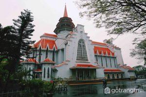 Nhà thờ này là tổng hòa kiến trúc Đông – Tây trong thiết kế. - Ảnh internet