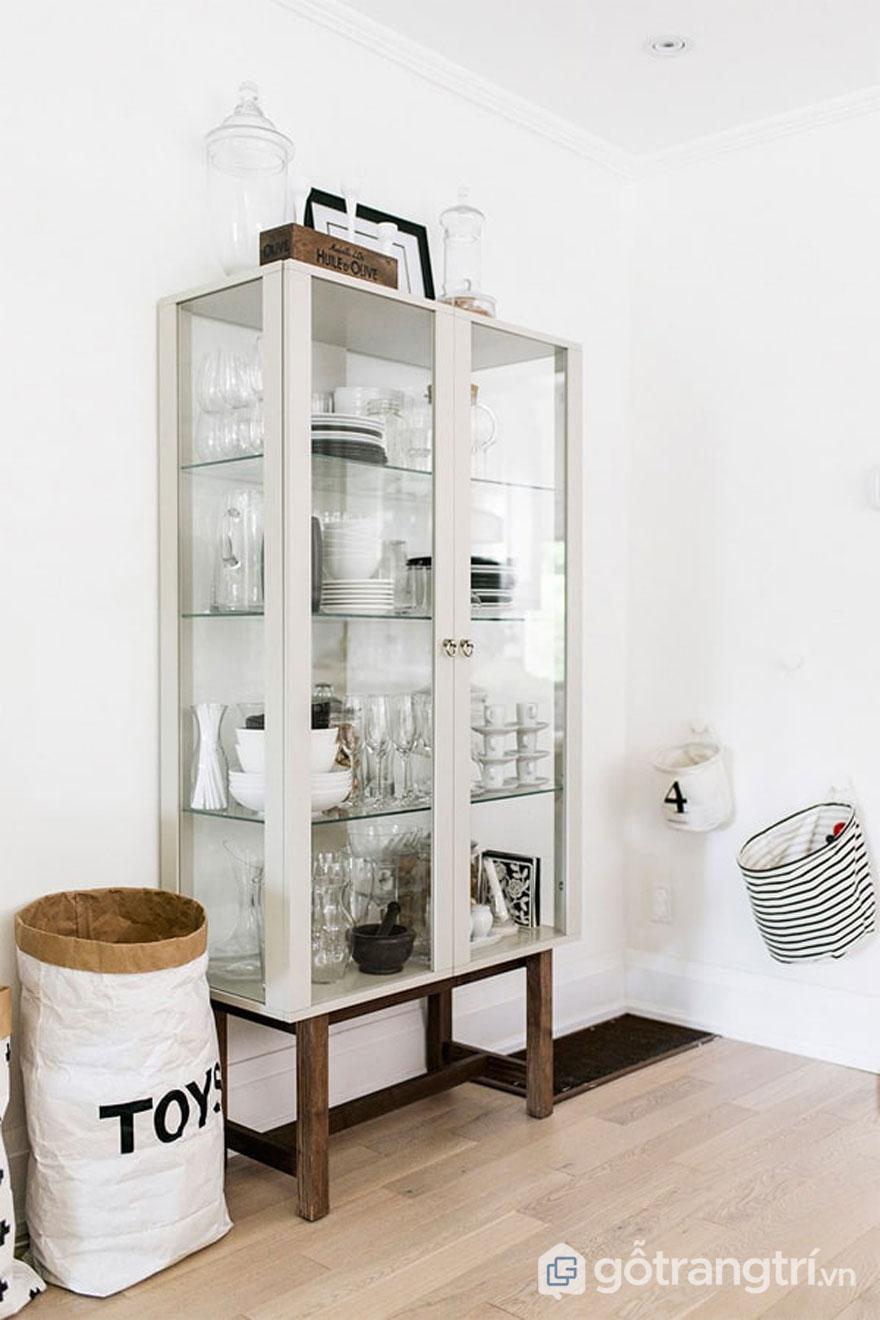 Tủ đựng bát đĩa thiết kế đơn giản với gam màu lạnh theo phong cách scandinavian style (Ảnh: Internet)
