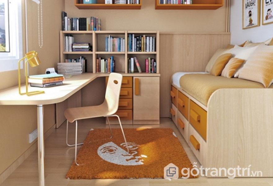 Căn phòng này được sử dụng giường hợp, kệ sách nhỏ khá ngăn nắp (Ảnh: Internet)