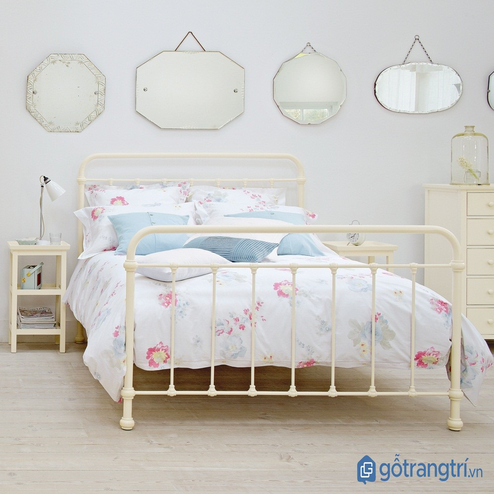 Giường ngủ đẹp bằng sắt có khung sườn chắc chắn và tiết kiệm diện tích không gian. (ảnh: internet)