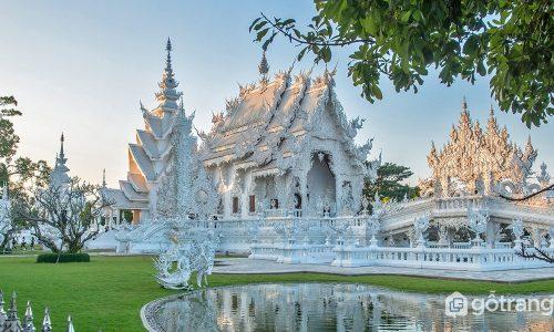 Wat Rong Khun – Ngôi chùa màu trắng có một không hai ở Thái Lan