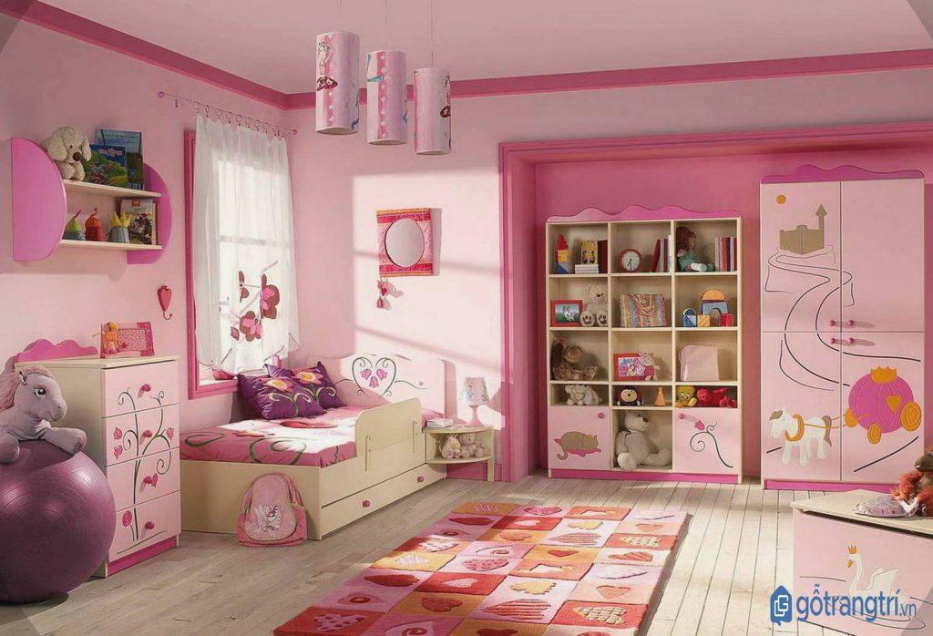 Tận dụng cửa sổ để phòng ngủ bé gái luôn tràn ngập ánh sáng tự nhiên. (ảnh: internet)