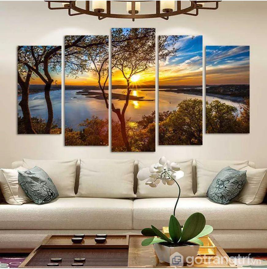 Tranh bộ nghệ thuật tạo sự sang trọng và vẻ đẹp tinh tế cho phòng khách
