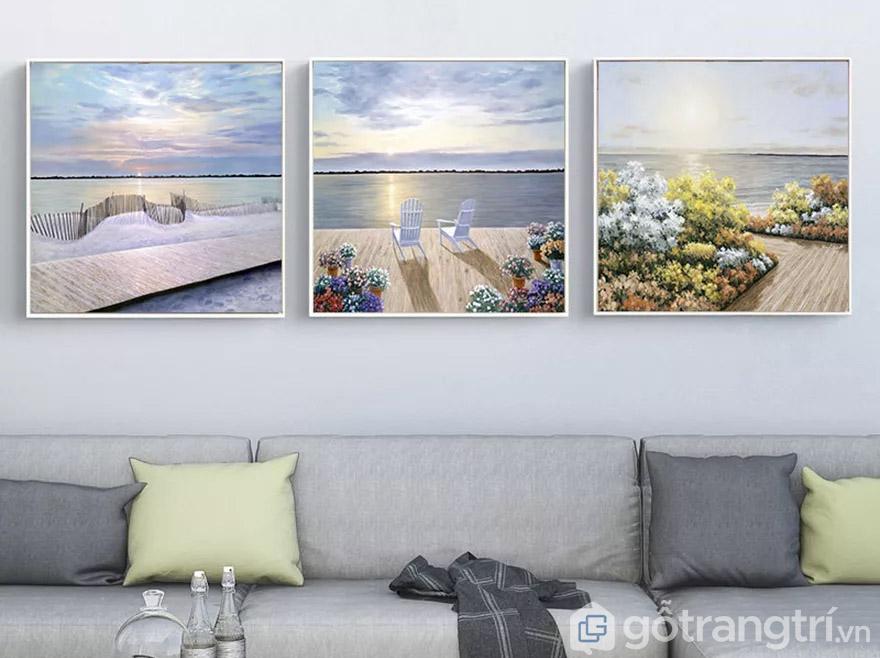 Kết hợp tranh phong cảnh tạo cảm giác tươi mới cho phòng khách