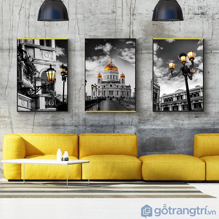 Tranh trang trí phòng khách với nét cổ kính, tạo không gian sang trọng (Nguồn internet)