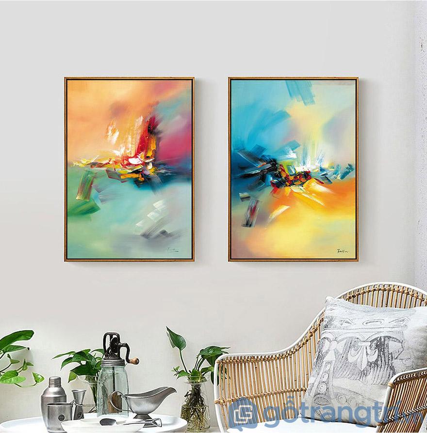 Những mẫu tranh mang sắc thái trừu tượng luôn được yêu thích khi thiết kế phòng khách (Nguồn internet)