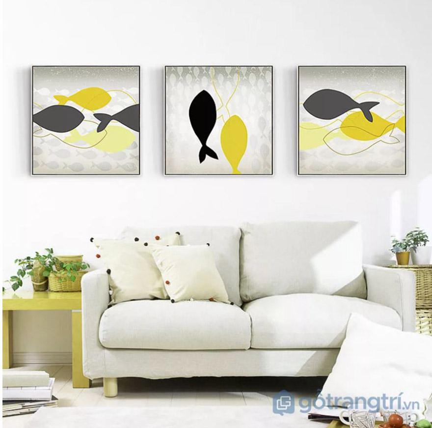 Đâu cần quá cầu kỳ cho một bức tranh trang trí phòng khách, một đàn cá là đủ