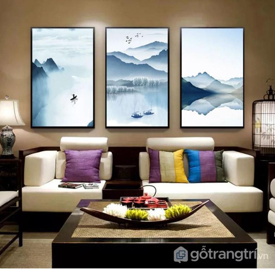 Tranh trang trí về sông núi, phong cảnh thanh bình tạo sự sang trọng, tinh tế cho phòng khách