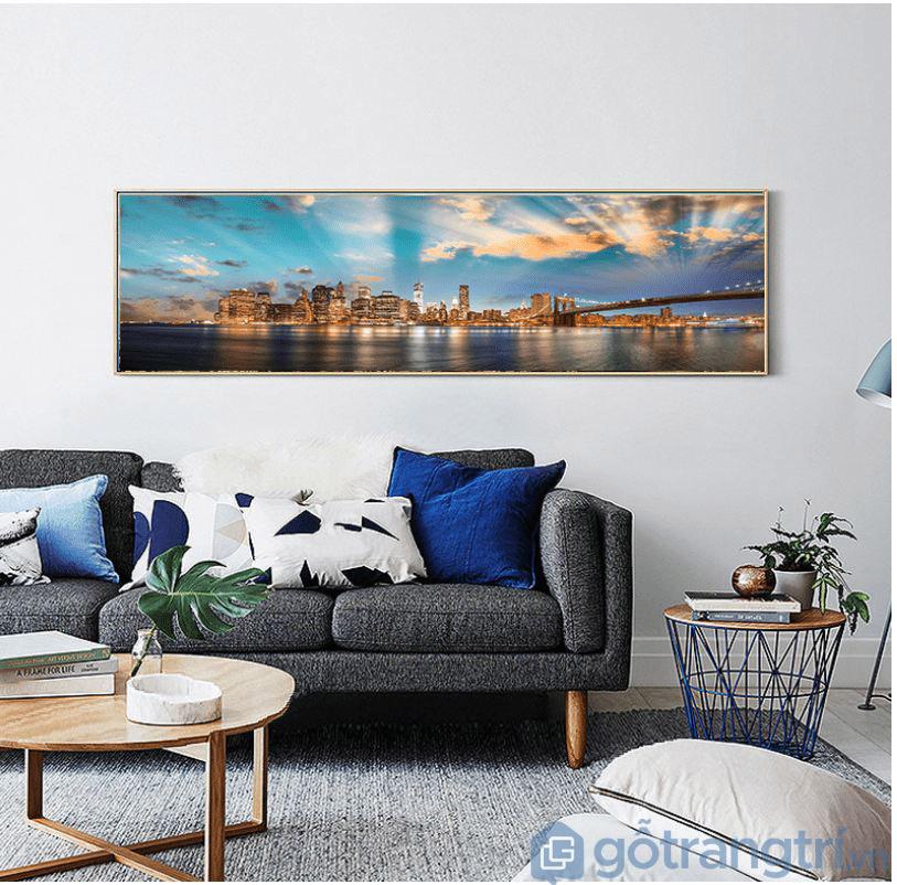 Với phòng khách kích thước nhỏ, hẹp, không nên chọn mẫu trang trang trí hình chữ nhật ngang