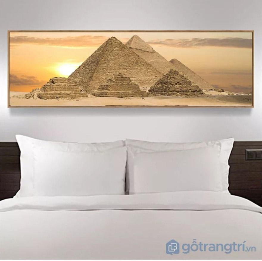 Phòng ngủ với diện tích rộng nên lựa chọn mẫu tranh treo tường hình chữ nhật ngang