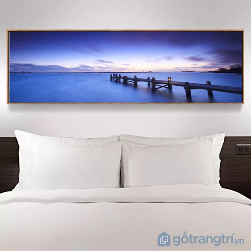 Tạo màu sắc cho không gian nhờ tranh trang trí phòng ngủ, tránh sự đơn điệu do ga giường mang lại