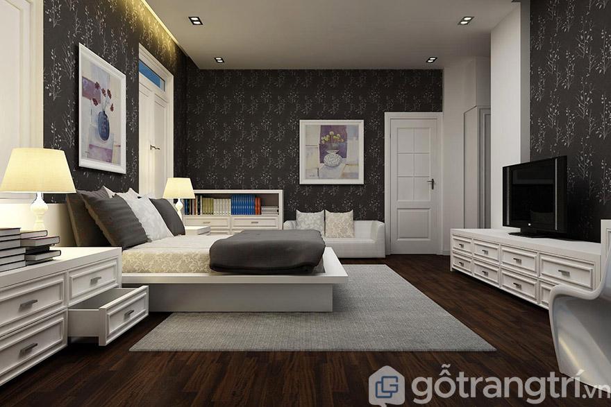 Màu trắng giản dị của nội thất kết với phụ kiện, tranh treo tường giúp không gian phòng ngủ thoáng đãng