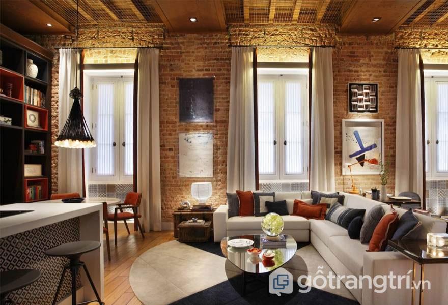 Phòng khách trở nên tuyệt vời hơn khi tranh được treo trên tường lộ gạch - Ảnh: Internet