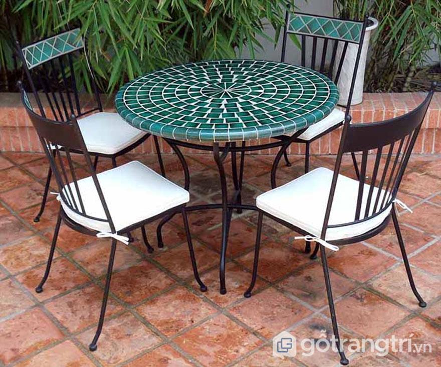 Gạch mosaic ốp mặt bàn ghế - Ảnh: Internet