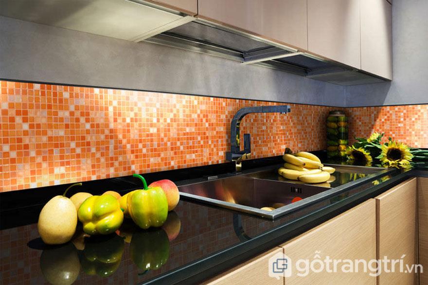 Gạch mosaic ốp lát nhà bếp thêm sang trọng - Ảnh: Internet