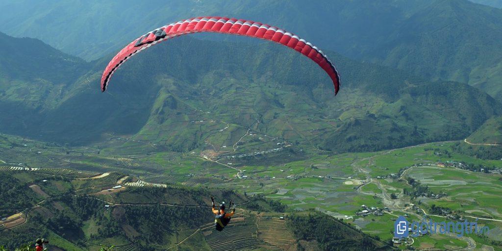 Núi Bái Nhạ hội tụ đầy đủ điều kiện cần thiết để bay dù lượn. (ảnh: internet)