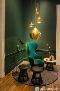Hình ảnh đẹp mắt thể hiện sự tuyệt diệu khi trang trí nội thất gam màu xanh đen và vàng đồng - Ảnh internet