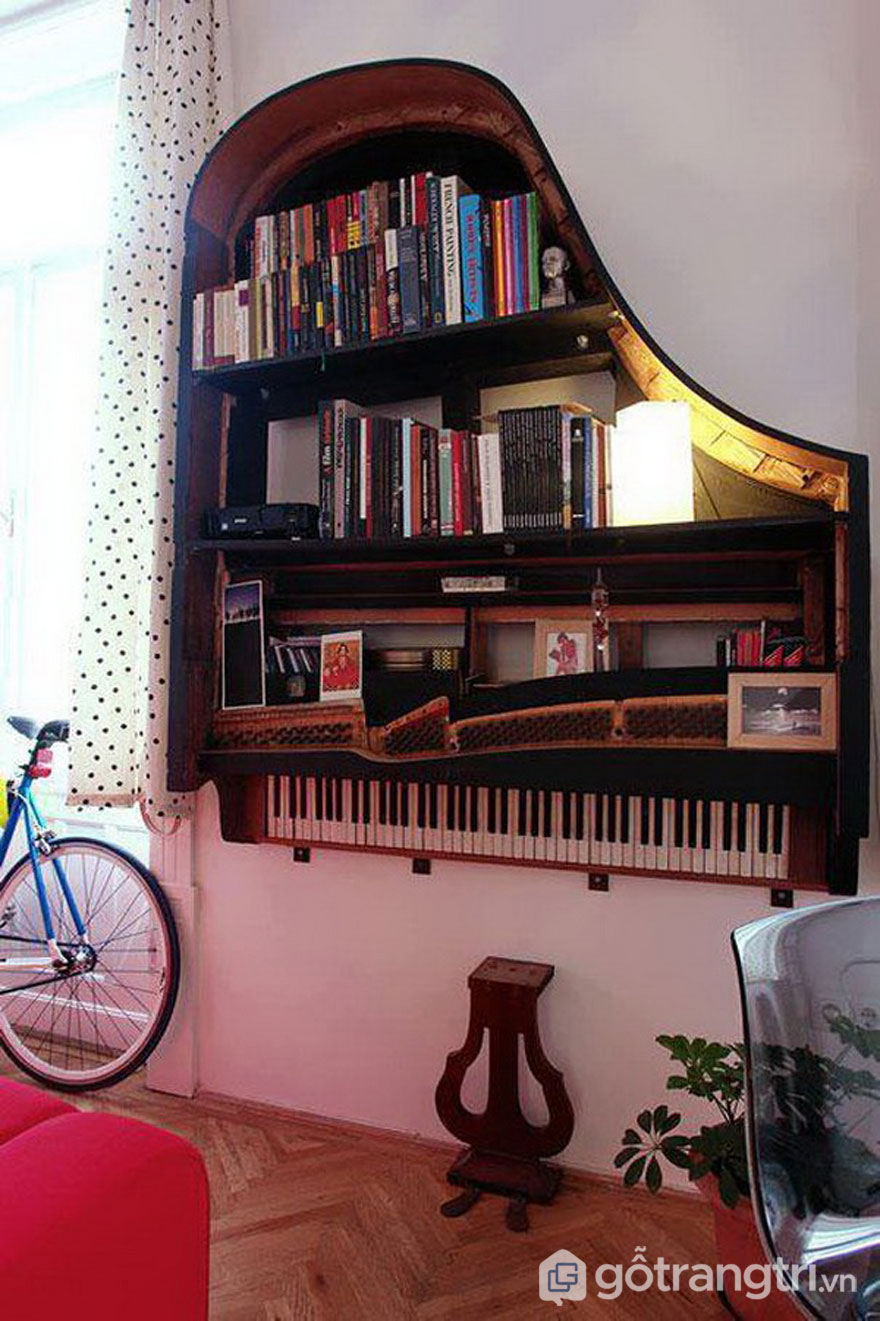 Khung piano sử dụng làm giá sách - Ảnh: Internet