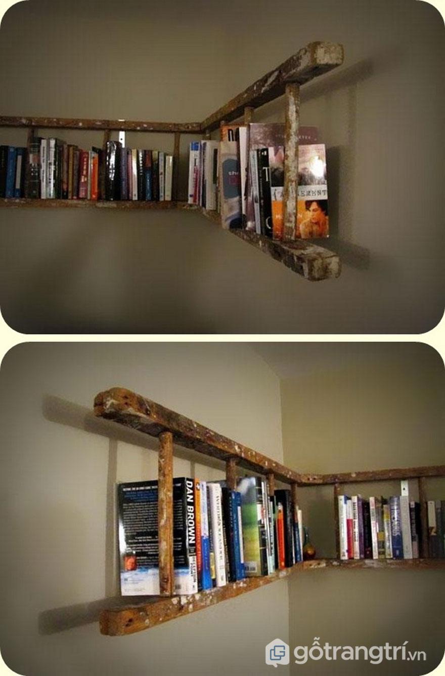 Biến cầu thang cũ làm giá sách - Ảnh: Internet