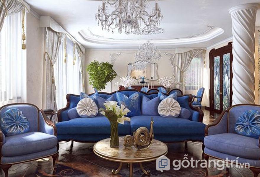 Ghế sofa với đường nét hình khối thanh thoát, đèn chùm pha lê đặc trưng art deco trong thiết kế nội thất (Ảnh: Internet)