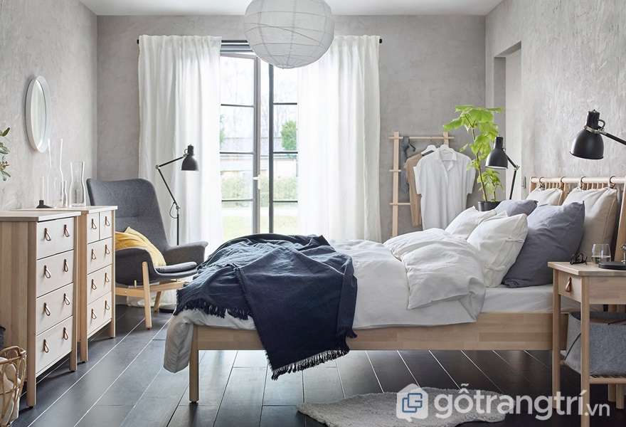 Không kê giường ngủ dưới xà ngang hoặc đèn chùm - ảnh internet