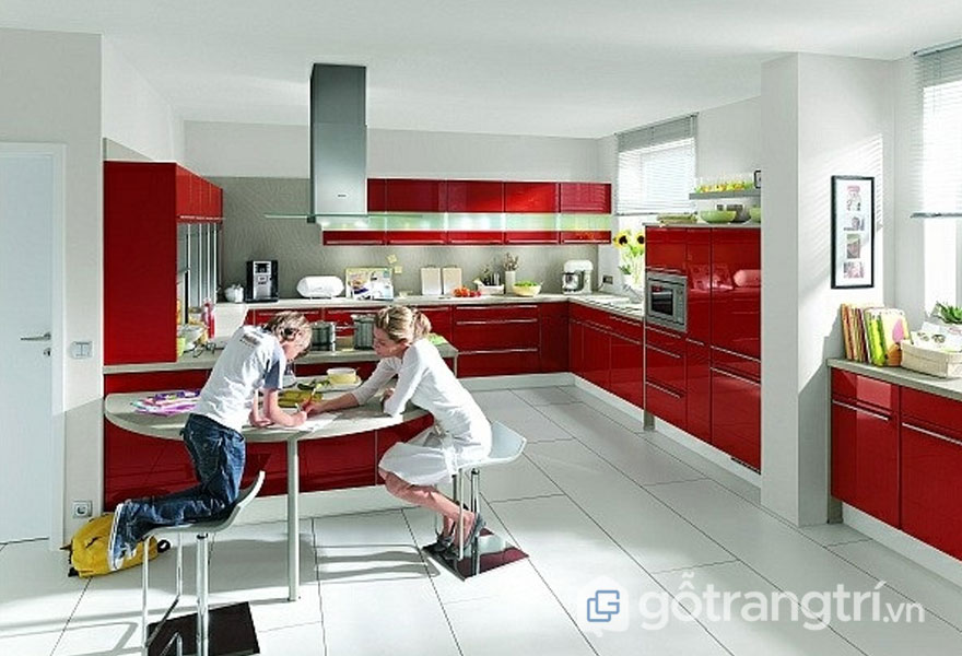 Phòng bếp sử dụng sắc đỏ tươi khá nổi bật (Ảnh: Internet)