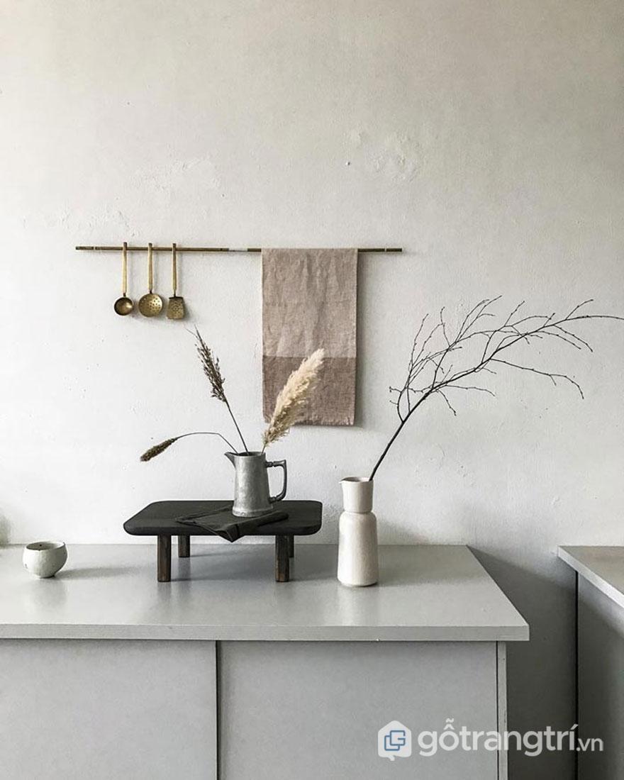 Nghệ thuật wabi sabi trong thiết kế nội thất với sự xuất hiện của cành hoa khô (Ảnh: Internet)